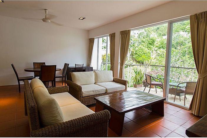 Гостиная с балконом в Kamala Hills