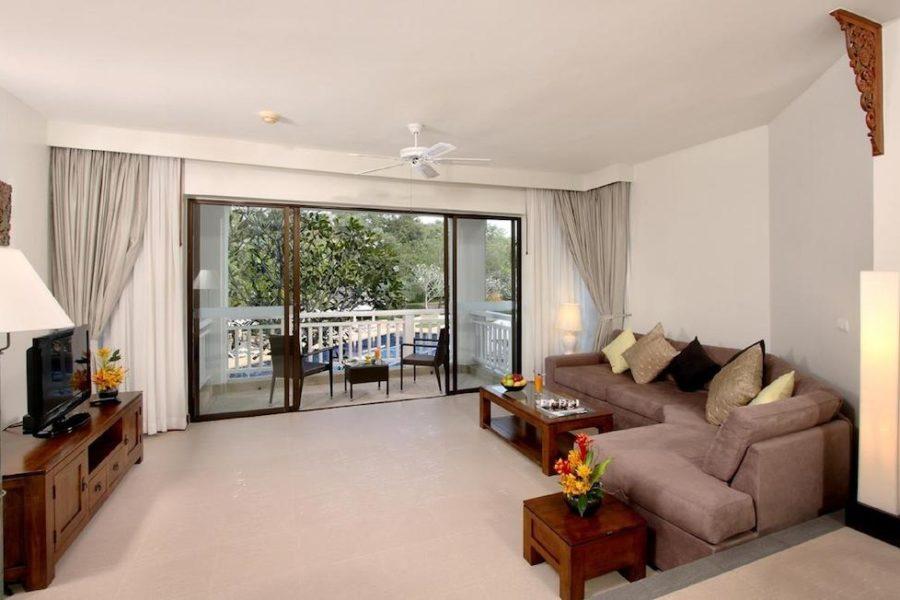 Гостиная в апартаментах в отеле Allamanda