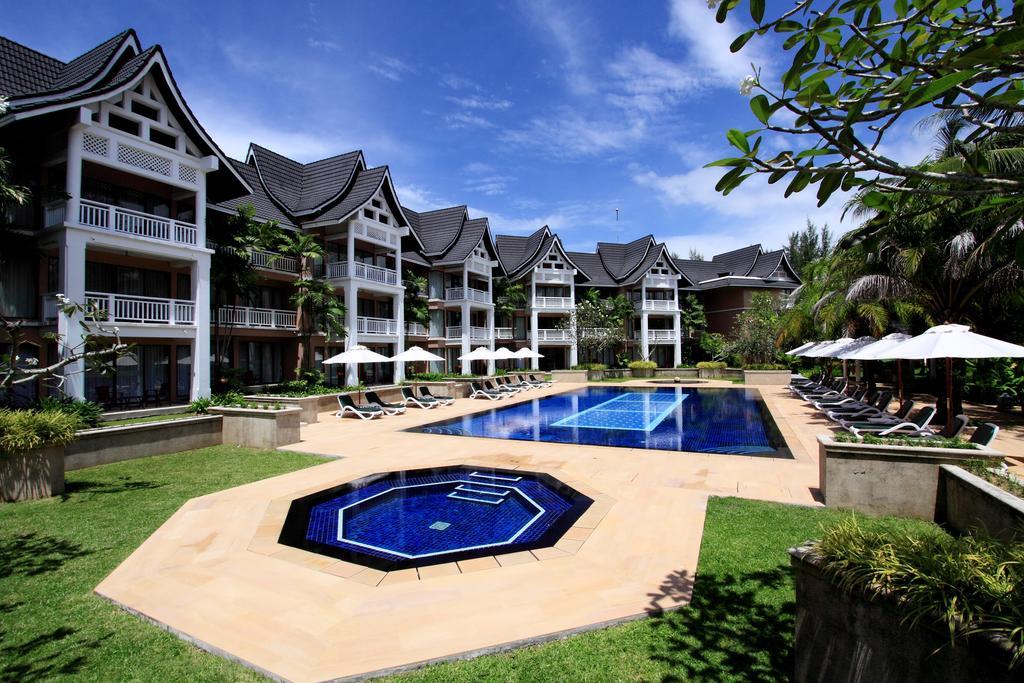 Общий бассейн в отеле Allamanda Laguna Phuket