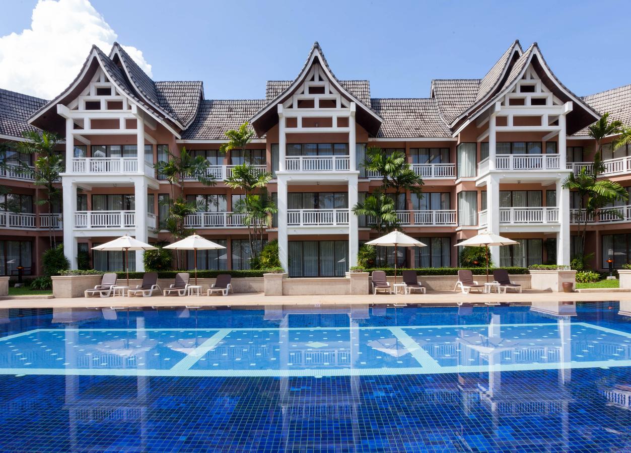 Бассейн в 4* отеле Allamanda Phuket