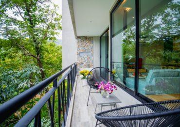 Студия с джакузи на балконе