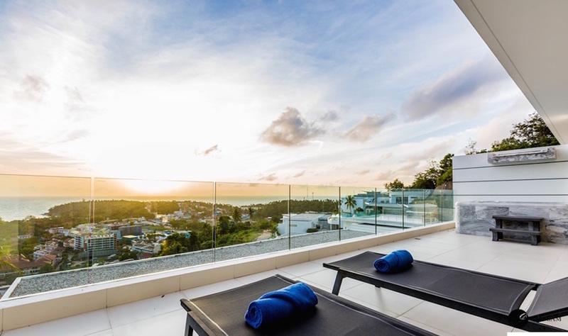 The View - шезлонги на балконе