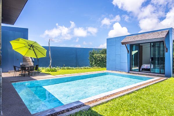 Сад и бассейн на вилле Wings Phuket Villa (Two Villas)