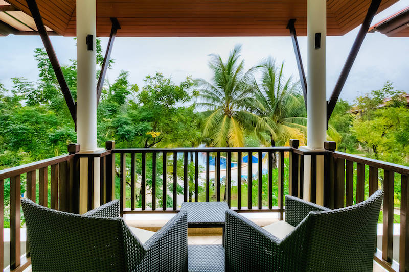 Вид на бассейн с балкона   -  Angsana Villas Phuket