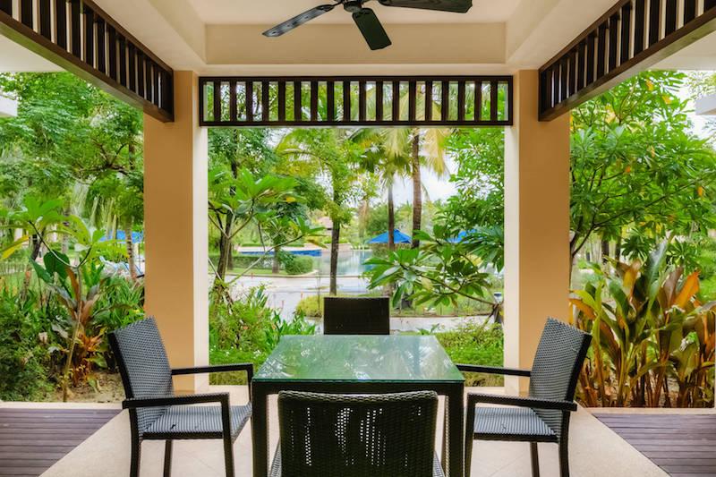 Терраса у бассейна  -  Angsana Villas Phuket