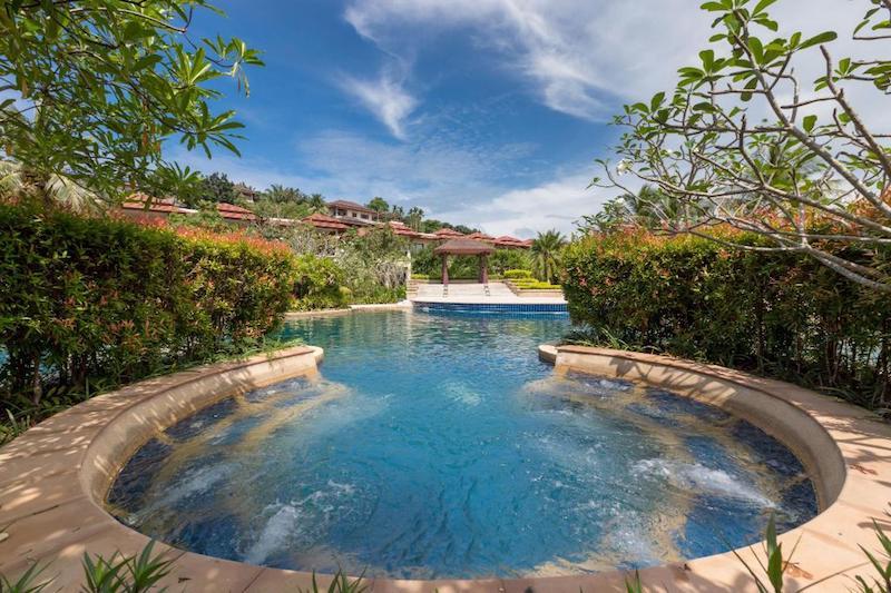 Джакузи в бассейне  -  Angsana Villas Phuket