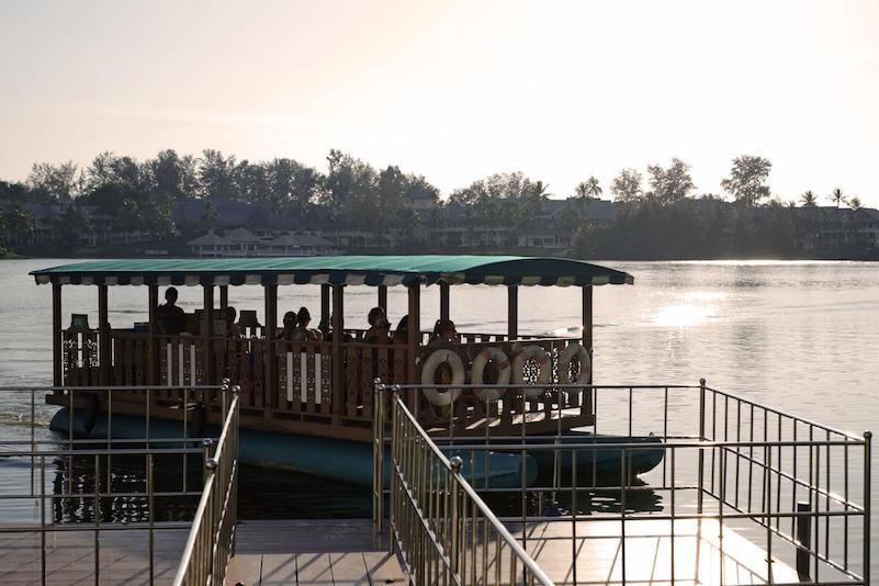 Паромчик до пляжа  - отель Cassia Phuket