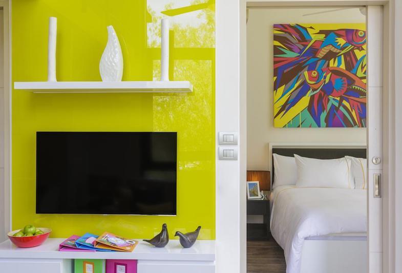 Телевизор в гостиной в отеле  Cassia