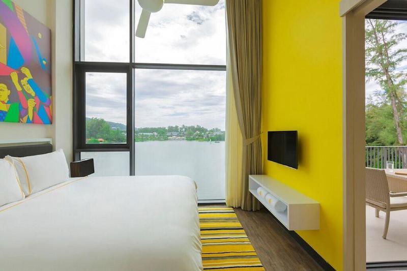 Вид из спальни на лагуну в отеле  Cassia