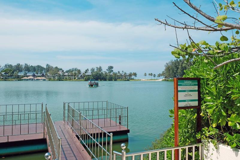 Озеро рядом с отелем Cassia Phuket