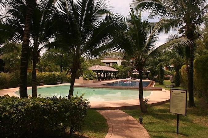 Сад рядом с бассейном - Chom Tawan