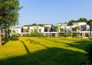 Вилла с бассейном в саду - Laguna Park