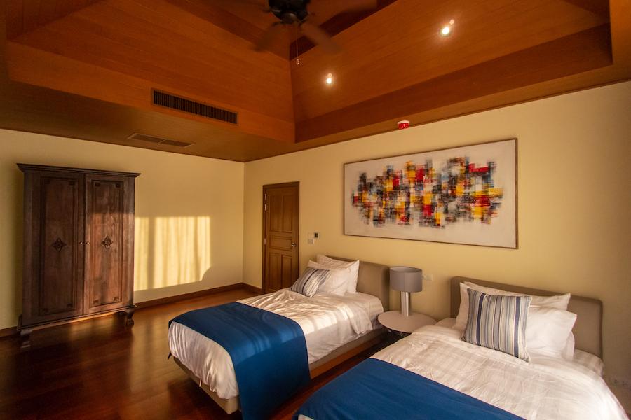 Спальня со сводчатым потолком в Laguna Village