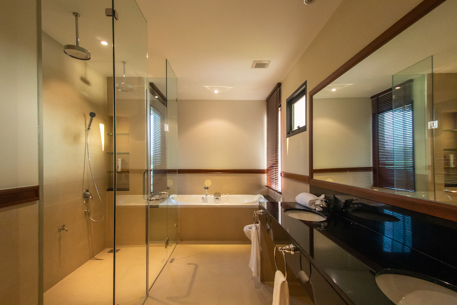 Ванная комната в главной спальне в Laguna Village
