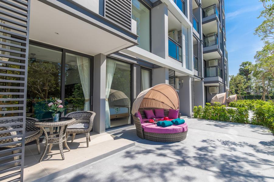 Терраса у апартаментов - Cassia Residences