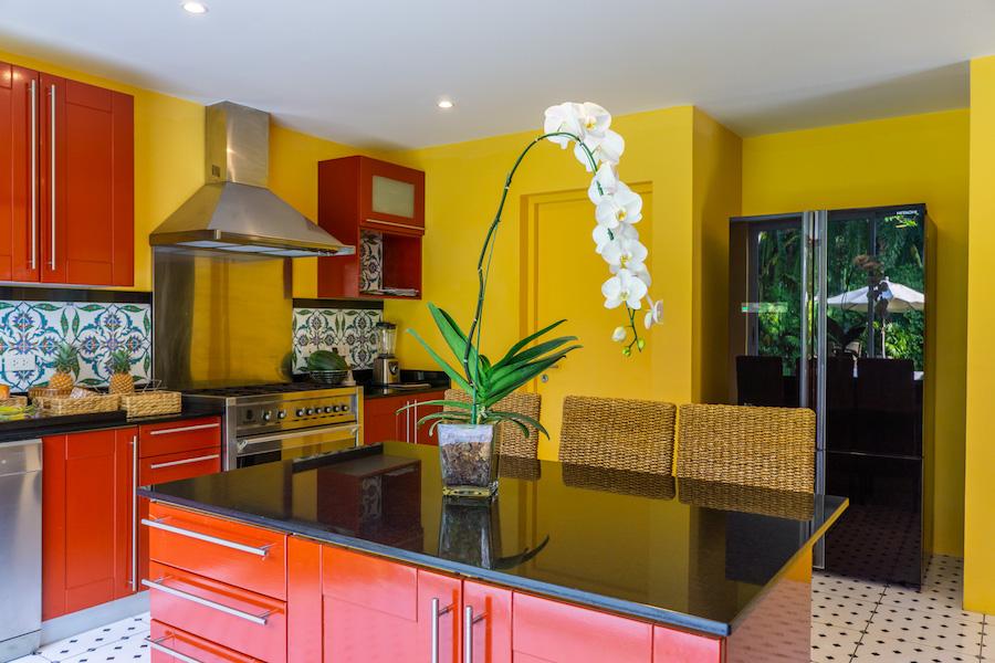 Layan Estate - кухня