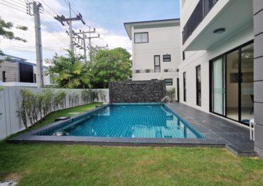 Угловой таунхаус с личным бассейном в Laguna Park