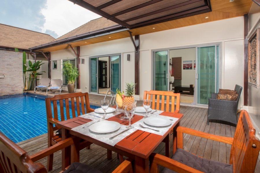 Niche Villas - обеденная зона на террасе
