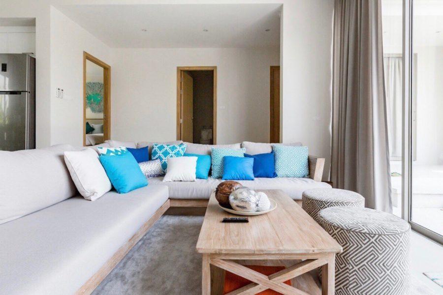 Trichada Tropical - диван в гостиной